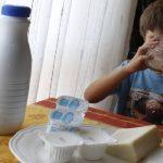 Entregan productos lácteos a población vulnerable del departamento