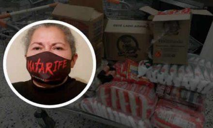Con ganancias de tapabocas de 'matarife', madres de Soacha donan mercados