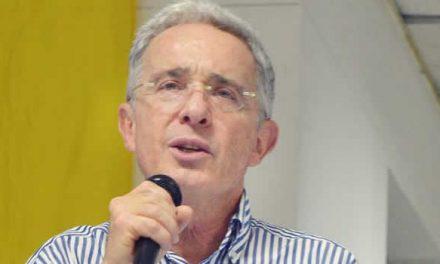 Centro Democrático insiste en que Uribe se debe defender  en libertad