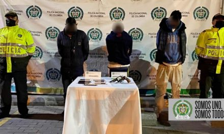 En Soacha, ladrones intentaron robar a dos mujeres por la ventana de su casa. Policía los capturó