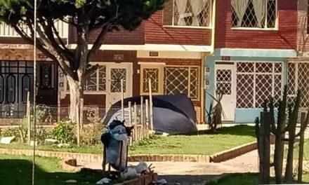 Venezolanos instalaron carpa y viven  en un parque de Soacha