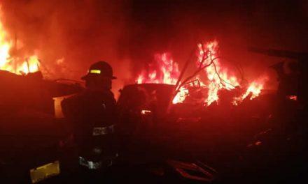 Gigantesco incendio en Soacha dejó varios vehículos calcinados