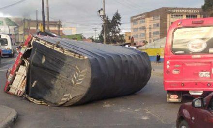 Se volcó camión en autopista Sur en Soacha