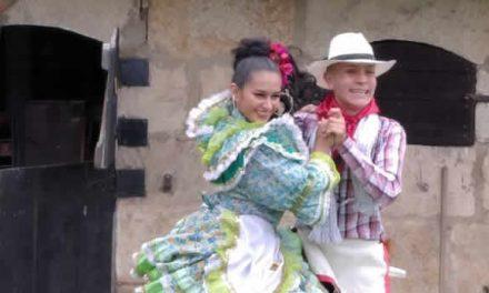 Pareja de bailarines soachunos, finalista en concurso nacional