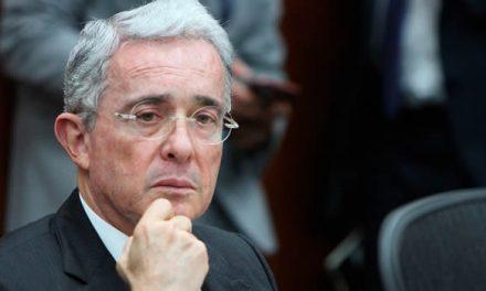 Cinco preguntas tendría referendo propuesto por Uribe