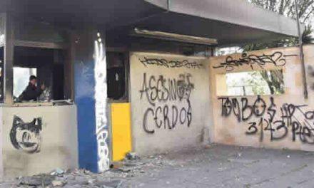 Cuatro CAI vandalizados y 4 uniformados lesionados en tercer día de protestas: Policía