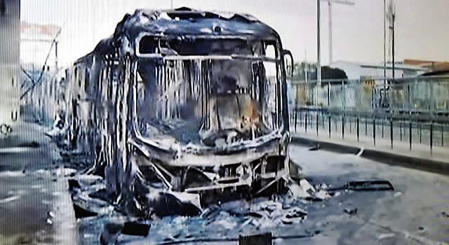 Soacha amanece sin servicio de Transmilenio, 9 buses del sistema fueron  incinerados | Periodismo Público