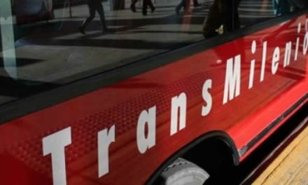 Ladrones apuñalan a pasajera por robarla en Transmilenio