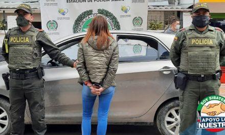 Detienen mujer venezolana con vehículo robado en la vía Fusagasugá-Sibaté, Cundinamarca