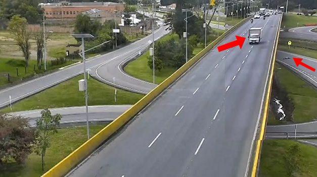 En aparatoso accidente, furgón mata a ciclista en Chía Cundinamarca