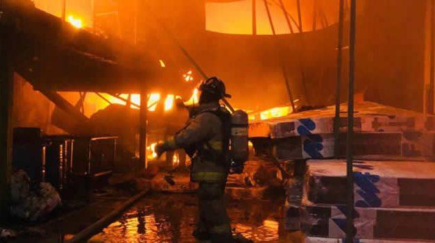 Incendio consumió bodega y afectó dos viviendas en Fontibón
