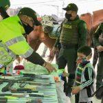 En Soacha entregaron armas cortopunzantes y de fuego