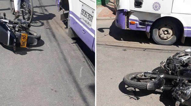 Accidente vial en pleno centro de Soacha, presunto ladrón se estrella con un colectivo