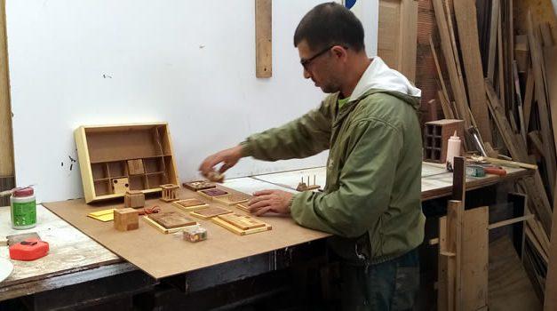 Artesano soachuno revive los juegos didácticos tradicionales, un reto para estar en familia