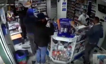 En video quedó registrado el asalto a una droguería en Bogotá