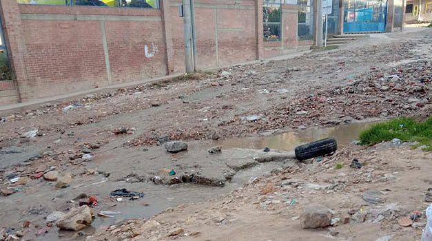 Entre lodo y escombros, y sin agua, quedó barrio de Soacha luego de fuertes lluvias