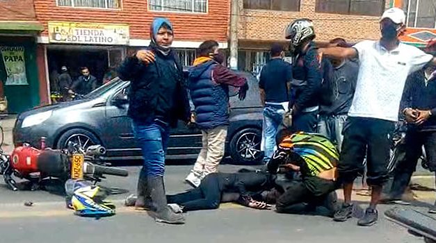 Violento choque entre dos motocicletas deja 2 heridos en Cundinamarca