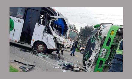 Aparatoso accidente múltiple en la vía Siberia – Cota, Cundinamarca