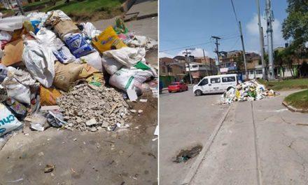 Basuras y escombros en plena vía pública de Compartir Soacha