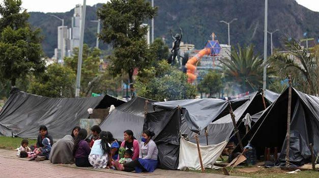 Indígenas embera desalojan parque Tercer Milenio después de acuerdo con el Distrito