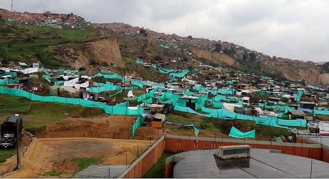 Advierten riesgo que corren 500 familias que ocuparon terreno de forma ilegal en Soacha