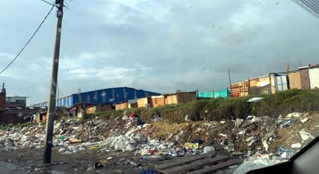 Invasión de ladrones a lote de Universidad de Cundinamarca en Puente Aranda