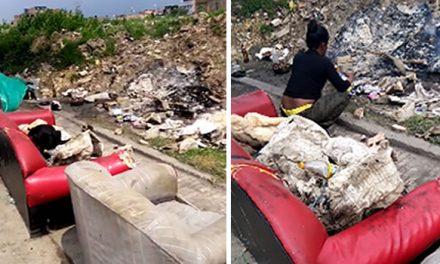 Madre y sus cuatro hijos duermen en un bicitaxi y su vivienda es un sofá ubicado en una cicloruta de Soacha