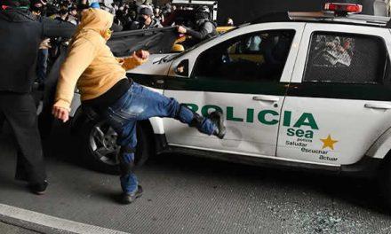 Lo de la patrulla de la Policía en Bogotá es delincuencia vandálica: Claudia López