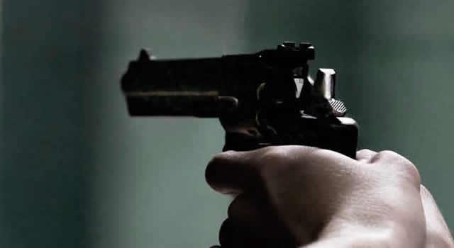 Le disparan a joven mujer por atracarla en Soacha
