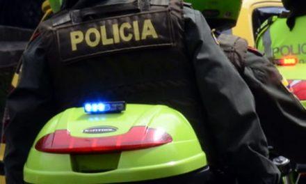 Sujetos en moto le disparan a un policía en Bogotá