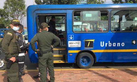 Cuatro sujetos atracaron a pasajeros de un bus del Sitp en Bogotá