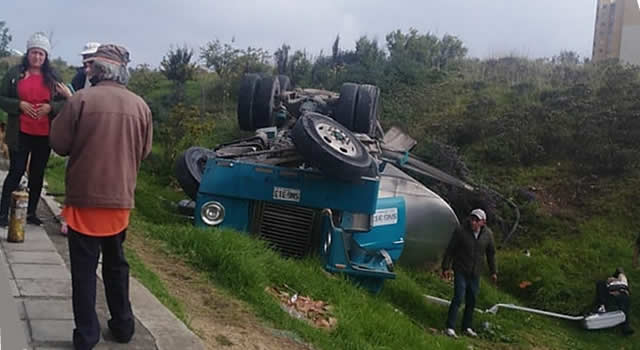 Muere otro de los menores que viajaba en carro aplastado por camión cisterna en Bogotá