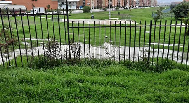 Aguas residuales al aire libre en Ciudad Verde y Acueducto no atiende llamado