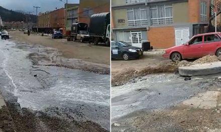 Aguas residuales no paran de salir de una alcantarilla en Soacha, hay emergencia sanitaria