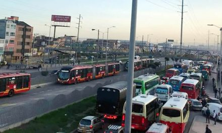 Ni Policía ni Alcaldía de Soacha controlan transporte de carga en autopista Sur