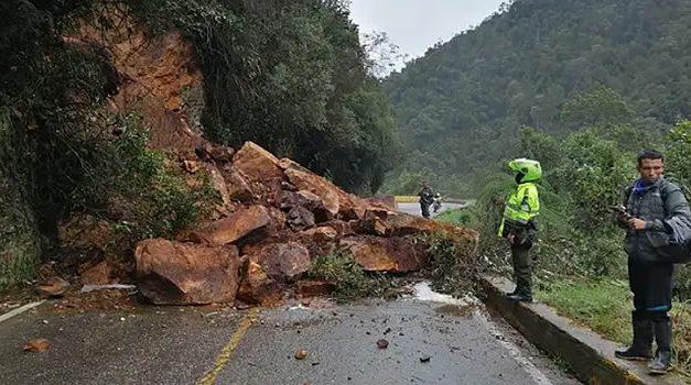 Derrumbe bloqueó vía Sibaté – Fusagasugá