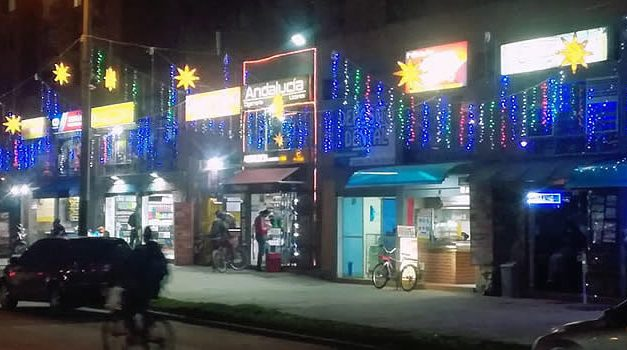 Iniciativa de los comerciantes de un sector de Soacha le pone color a la navidad