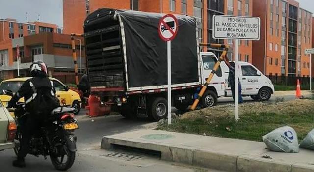 'Sin control' la vía San Marón en Soacha, hasta que tumbaron el marco de altura máxima