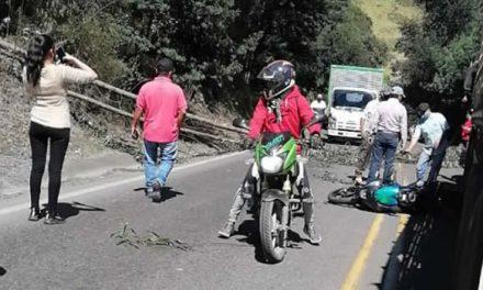Árboles le caen encima a motociclista en carreteras de Cundinamarca