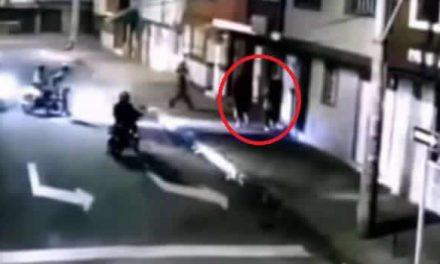 [VIDEO] En Bogotá, delincuentes atracan a mujer y matan a hombre que iba con su esposa