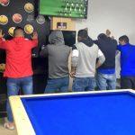 [VIDEO] A botellazos intentaron sacar a la policía en Bosa cuando 'pillaron'  a un grupo consumiendo licor
