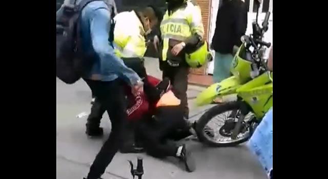 [VIDEO] Nada bien les fue a dos presuntos ladrones que se dejaron atrapar en Bogotá