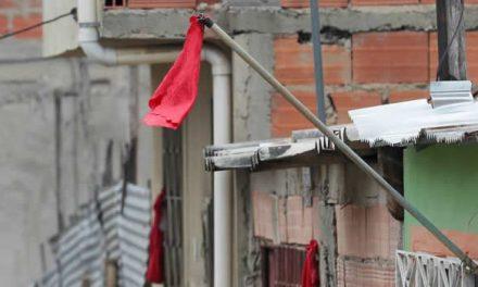 Vuelven los 'trapos rojos' a barrios vulnerables de Bogotá