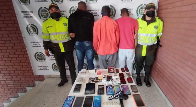 [VIDEO]  A la cárcel 3 extranjeros que quedaron grabados al robar almacén de tecnología en Cundinamarca