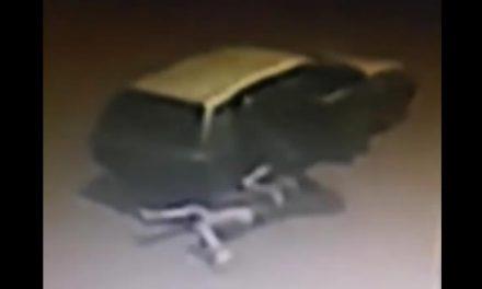 [VIDEO] Víctima de paseo millonario se lanza del vehículo de sus captores