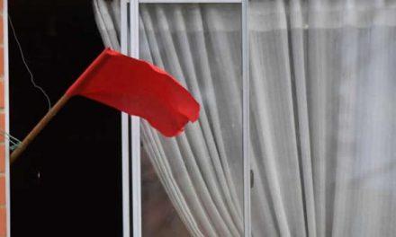 Tras el cierre de comedores comunitarios, trapos rojos ondean de nuevo en Bogotá