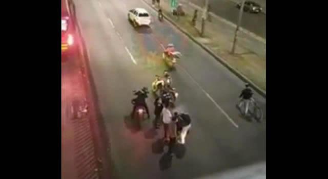 [VIDEO]  Moto atropella a presunto ladrón frente a estación San Mateo, Soacha