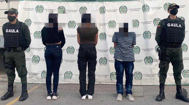 En Soacha capturan mujer y 2 adolescentes que extorsionaban a menor de edad