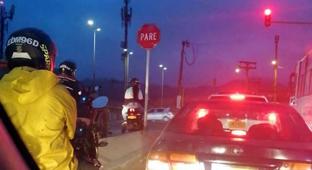 Policía de Tránsito sigue manejando a su antojo la autopista Sur en Soacha