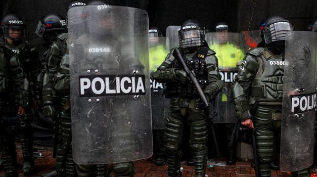 [VIDEO]  En disturbios y con Esmad terminó protesta de dueños de gastrobares en Bogotá